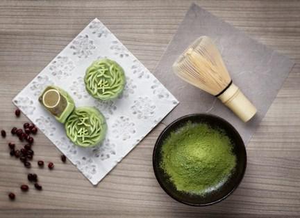 MOS_mooncake_2015_Mini_Snow_Skin_Green_Tea_Paste_with_Azuki_Red_Bean_Mooncake