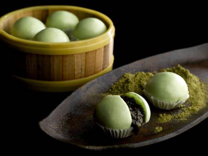 crystal_jade_prestige_-_steamed_pandan_bun_with_green_tea_custard